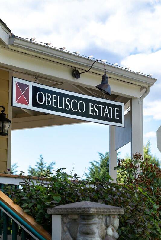 apple-farm-village-obelisco-sign