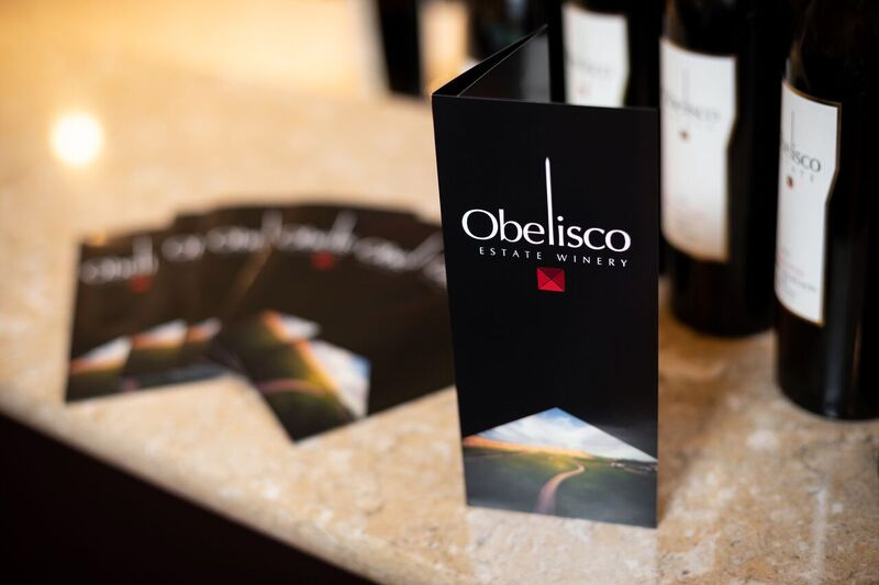 obelisco-estate-card-on-table