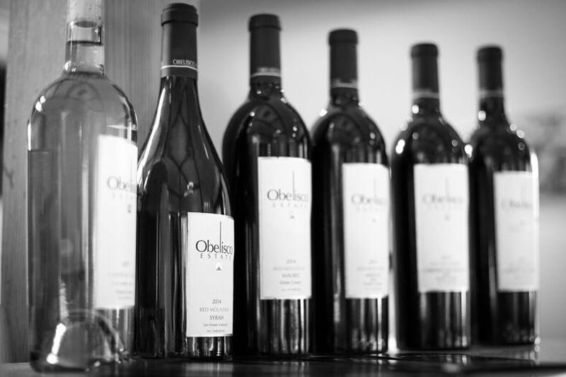 obelisco-wines-black-and-white
