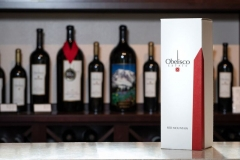 obelisco-wine-in-white-box